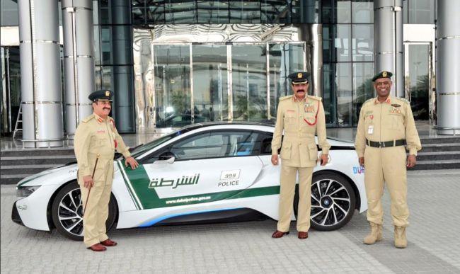 BMW i8 - очередной транспорт для полиции Dubai