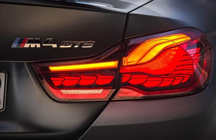 Задняя оптика и шильдик BMW M4 GTS F82