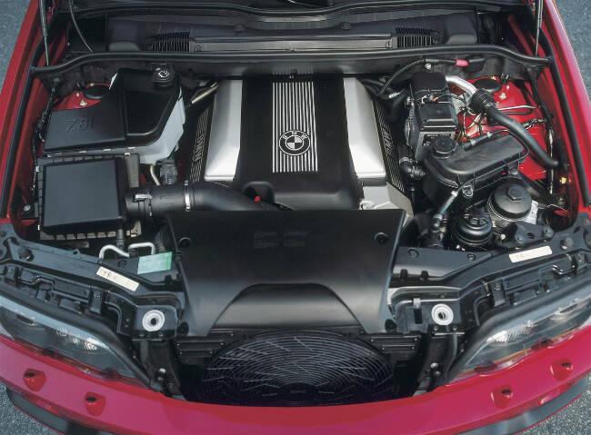 Фото двигателя BMW M62B46 на X5 4.6is E53