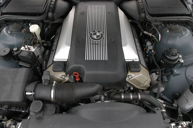 Фото двигателя BMW M62TUB44 (vanos)