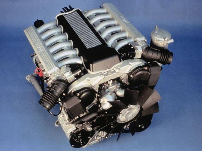 Фото двигателя BMW M70 B50