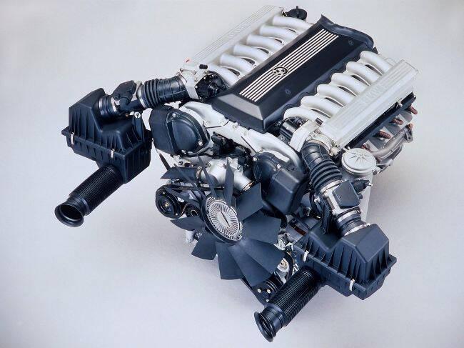 Фото двигателя BMW M70B50