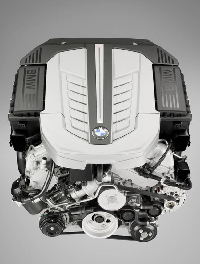 Фото двигателя BMW N74 - 2