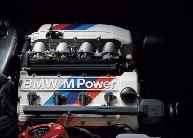 Фото двигателя BMW S14B23 Evo