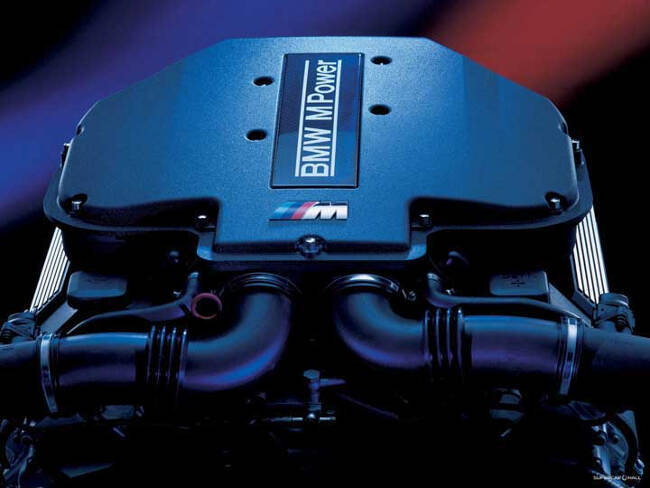 Фото двигателя BMW S62 B50
