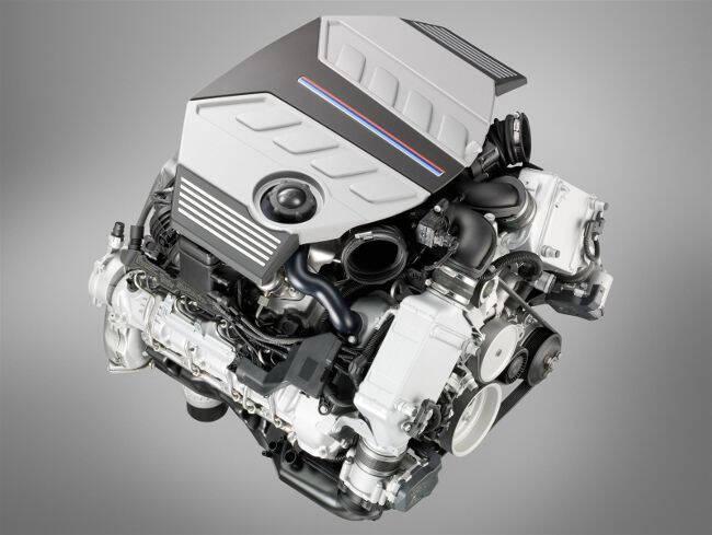 Фото двигателя BMW S63B44 Top