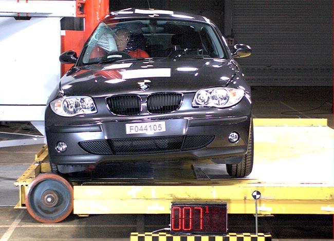Боковой-удар-BMW-E87