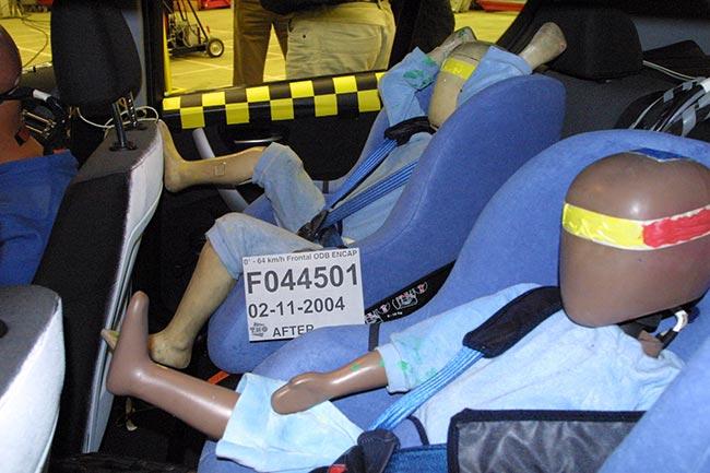 Защита-детей-в-BMW-E87