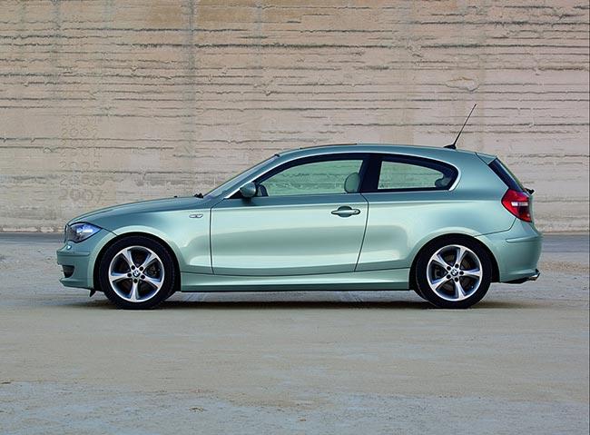 BMW-1-Serires-E81-вид-сбоку
