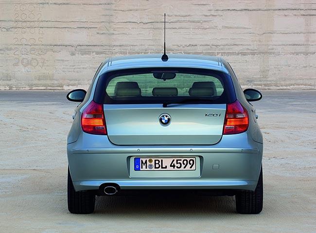 BMW-1-Serires-E81-вид-сзади