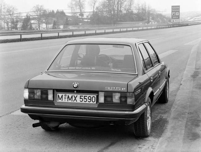 BMW E30 3 Series - 325e Sedan