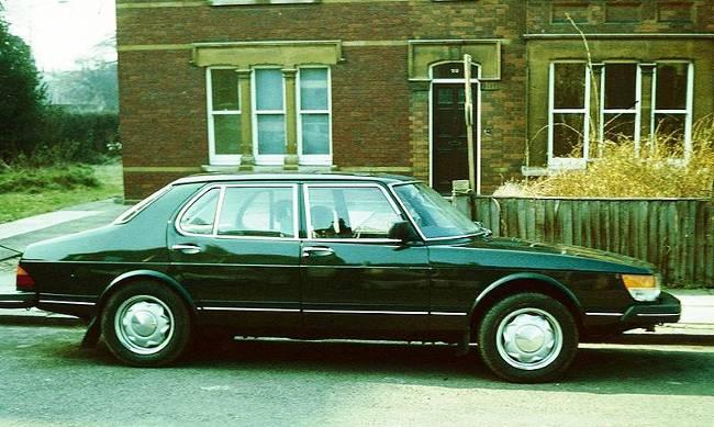 Saab 900 - 4-дверная модель
