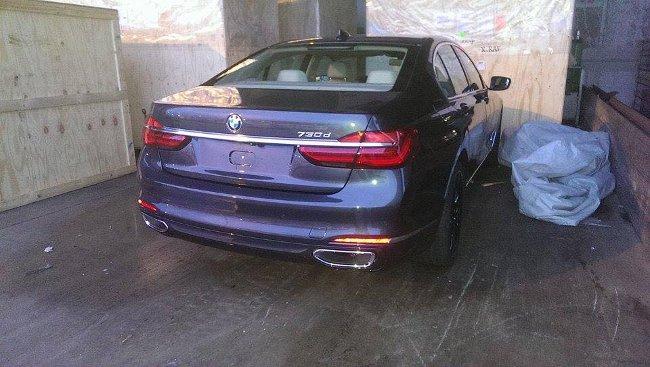Первые фото BMW G11 2015 года - задняя часть автомобиля