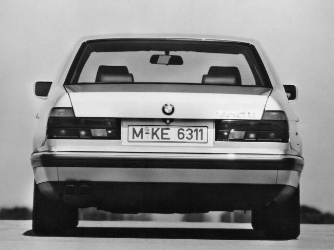 BMW E32 7 Серии - 2-е поколение