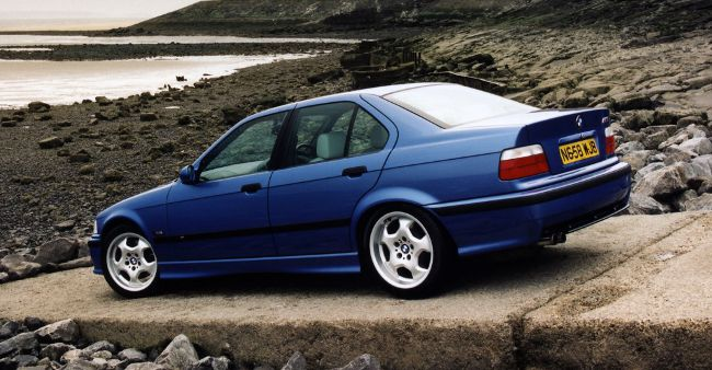 BMW M3 E36 первое поколение в кузове Sedan