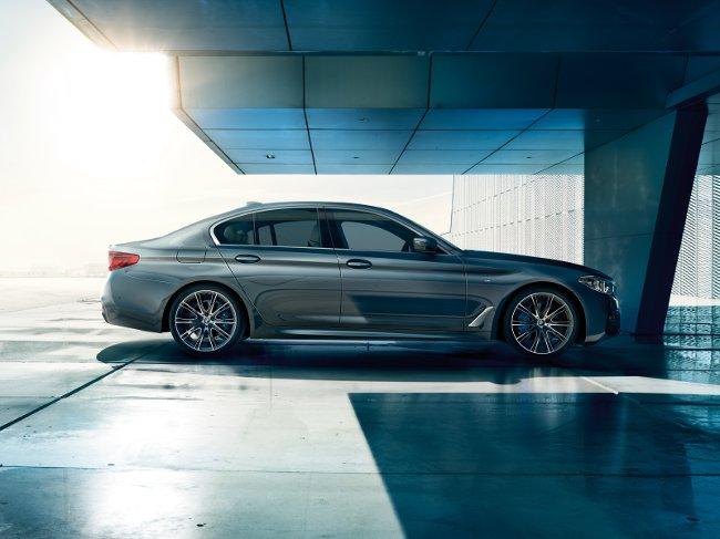 BMW-G30-5-Series-2017-обои