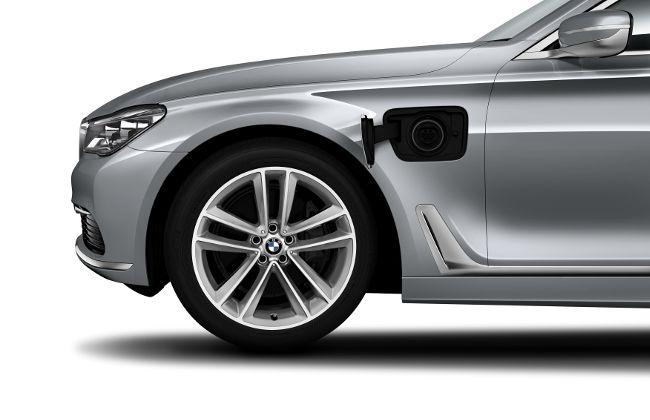 Гнездо для зарядки в BMW 740Le eDrive G12