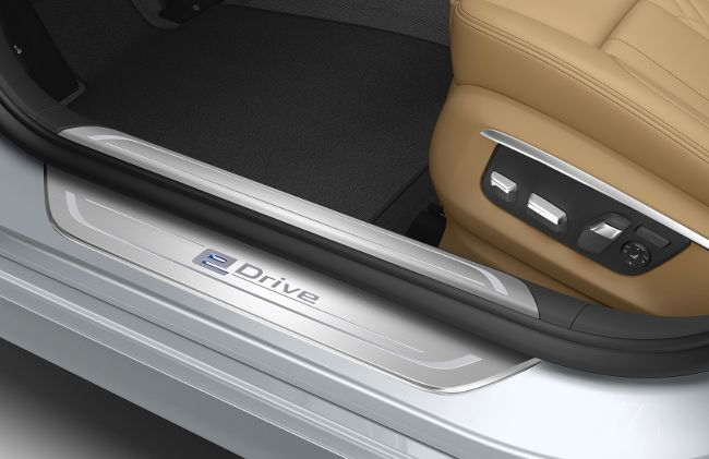 Особоя накладка на пороге BMW 740Le eDrive G12
