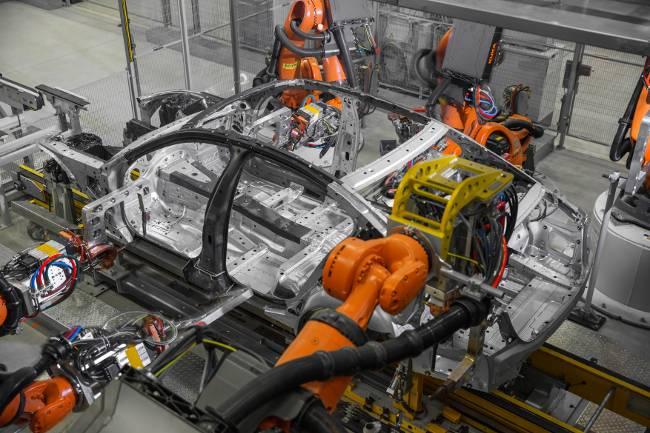 Производство седанов БМВ 7 серии Джи11