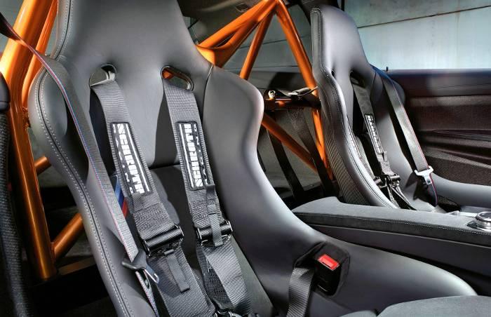 Кресла и перегородки в BMW M4 GTS F82