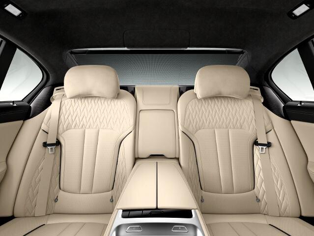 Интерьер BMW M760Li xDrive G12