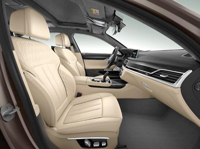 Салон в BMW M760Li xDrive G12