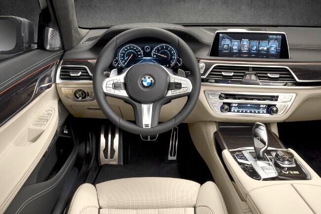Салон BMW M760Li xDrive G12