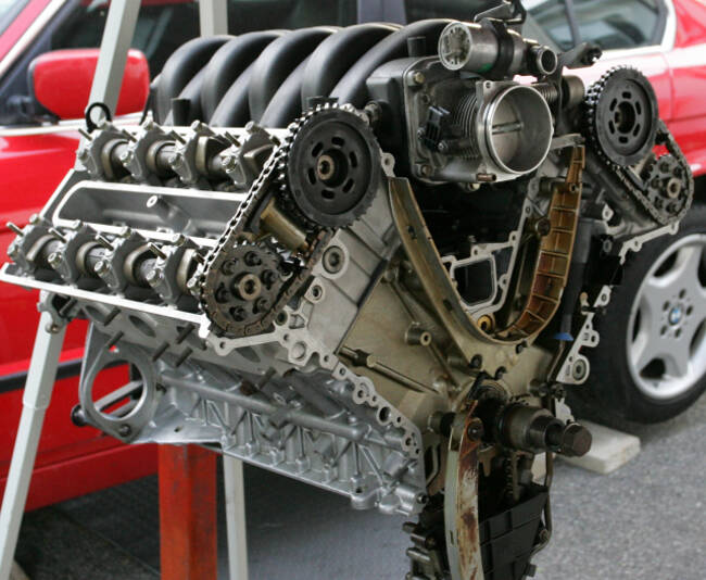 Фото двигателя BMW М60 в разборе