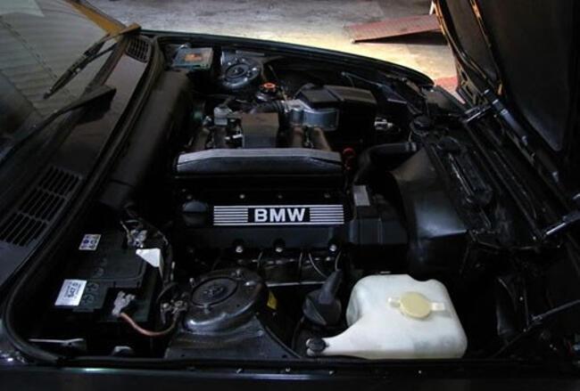 Фото двигателя BMW 318i E30