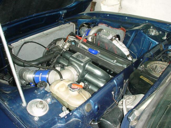 Фото двигателя BMW M106 под капотом E23