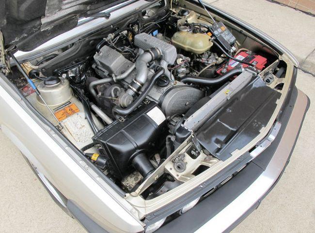 Фото двигателя BMW M21TD25 под капотом E28