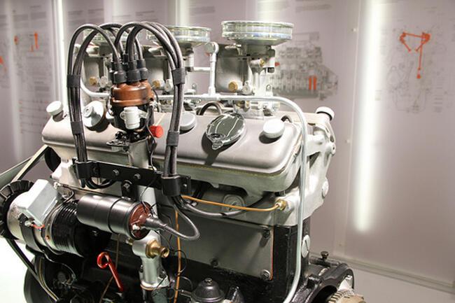 Фото двигателя BMW M328 в музее BMW