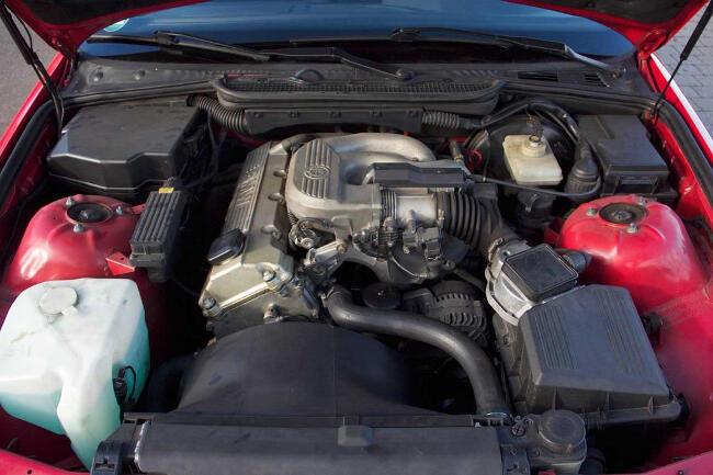 Фото двигателя BMW M43-под-капотом 316i Compact