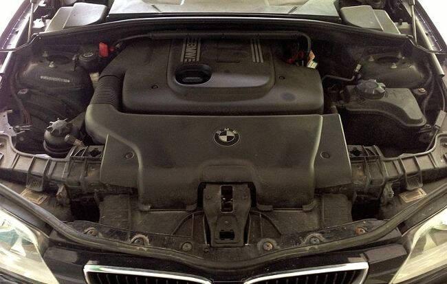 Фото двигателя BMW M47 под капотом E87