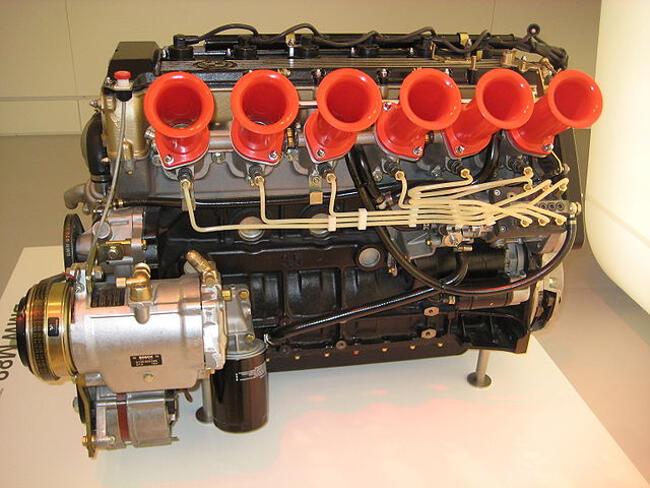 Фото двигателя BMW M88 вид сбоку