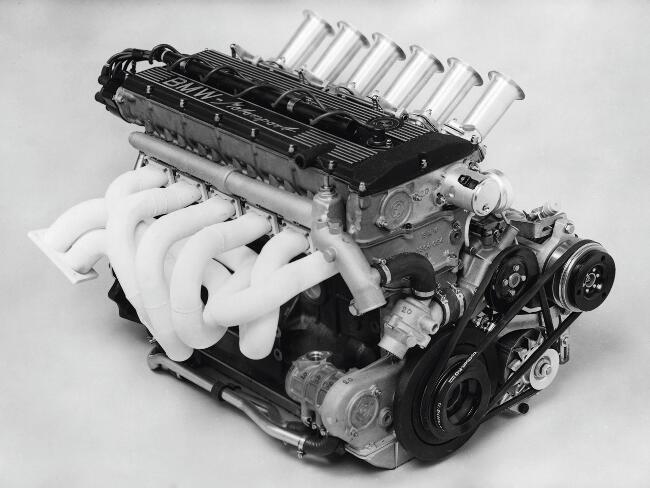 Фото двигателя BMW M88B35
