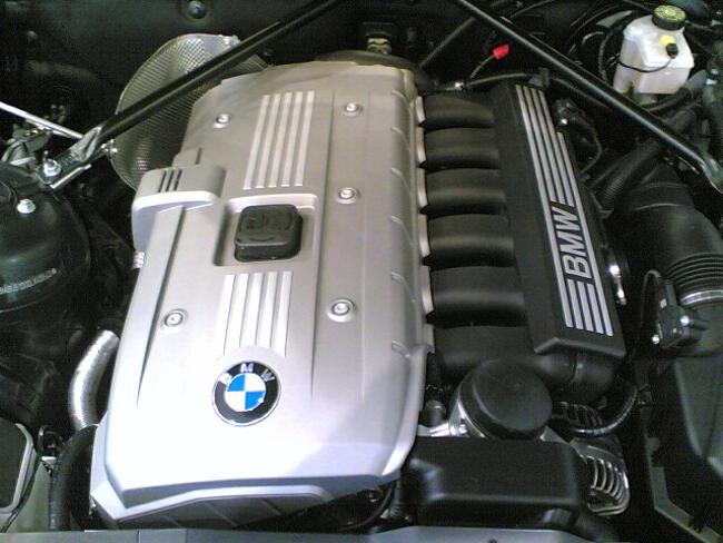 Фото двигателя BMW N52 под капотом E89 Z4