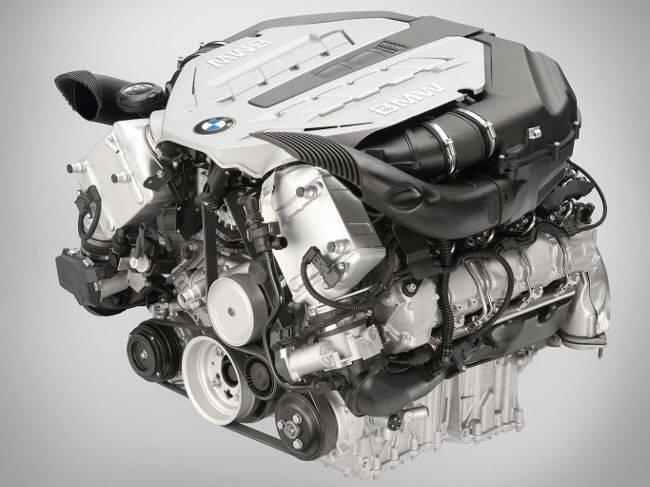 Фото двигателя BMW N63 - вид сбоку