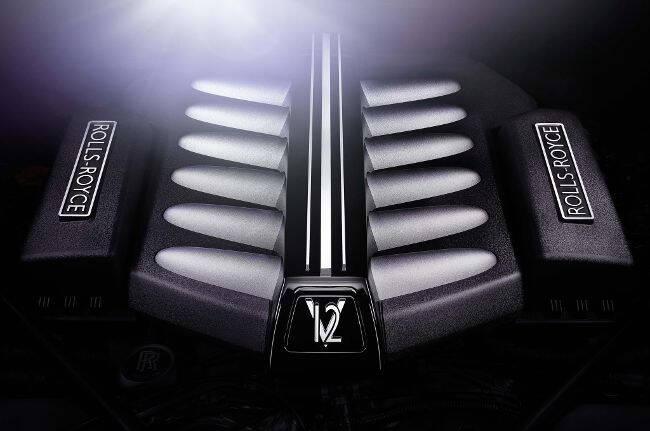 Фото двигателя BMW N73 B67 для Rolls-Royce Phantom