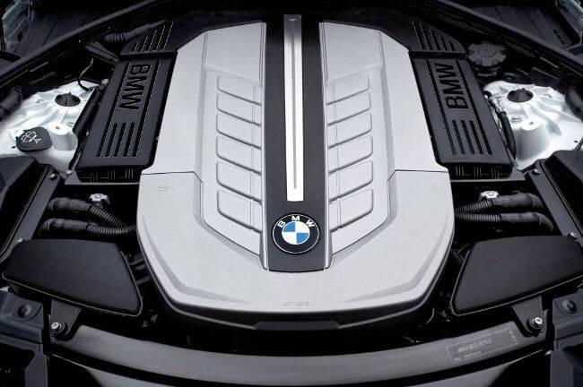 Фото двигателя BMW N74 B60 V12