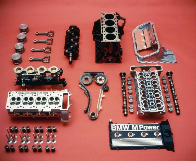 Фото двигателя BMW S14 в разборе