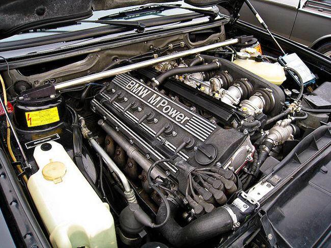 Фото двигателя BMW S38B35 для M5 E28