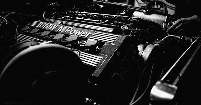 Фото двигателя BMW S38B38 для M5 E34