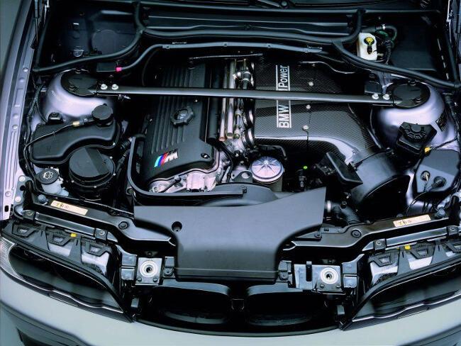 Фото двигателя BMW S54 под капотом E46