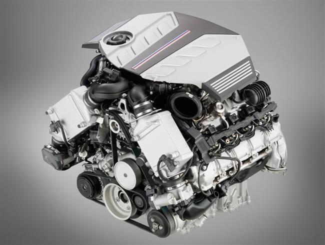 Фото двигателя BMW S63 для X5