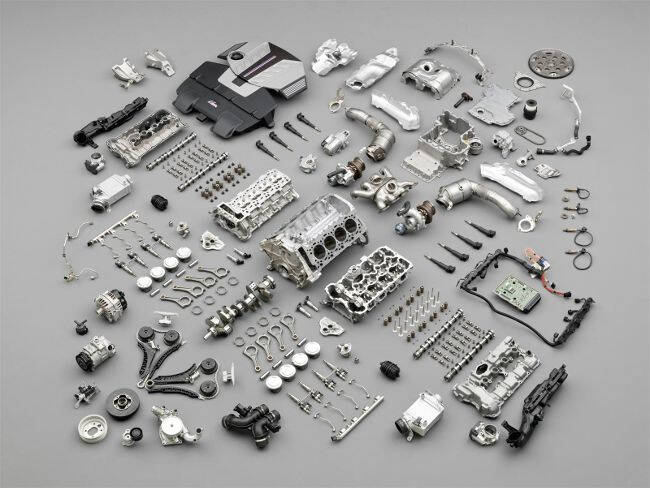 Фото двигателя BMW S63 B44 в разборе