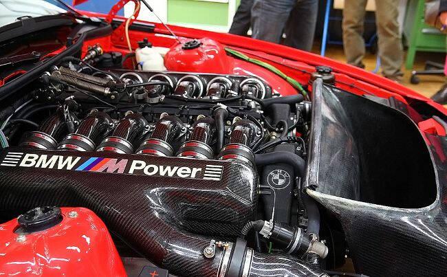 Фото двигателя BMW S70-1 для M8