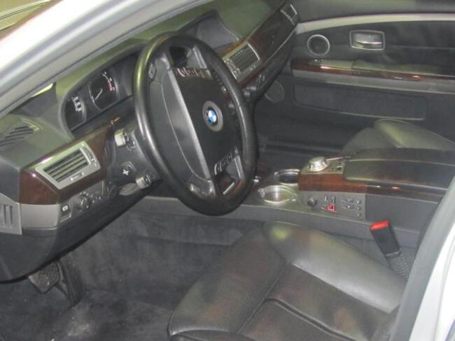 BMW 745Li E67 - 10