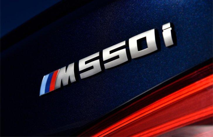 Шильдик-BMW-M550i-xDive-G30-5-Series