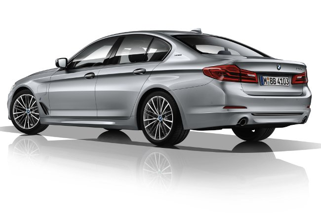 BMW-530e-G30-фото